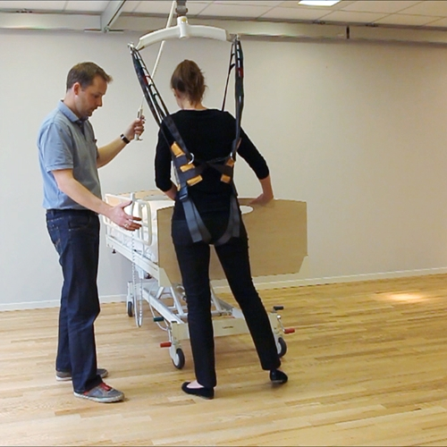 Early mobilization - standing balance training of the patient