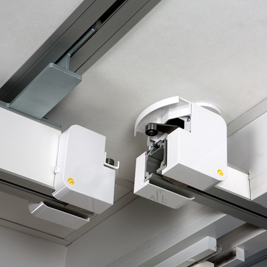 You can combine full room coverage and single rail systems in adjoining spaces, using a Guldmann Combi-lock.