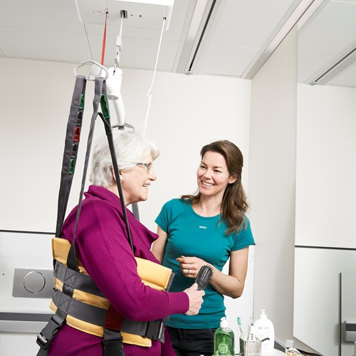 Ceiling lift system assisted lifting, as a part of the rehabilitation program, can be used at all mobility levels, and paves the way for flexible, closely targeted training adapted to suit the functional capabilities of the individual user.