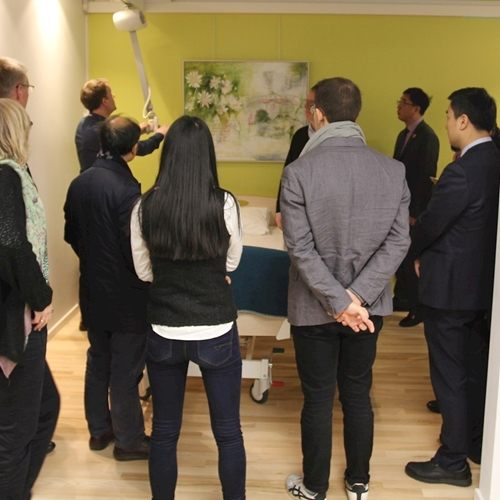 In the closely packed showroom at Guldmann, the participants were buzzing with interest for our safe patient handling solutions.