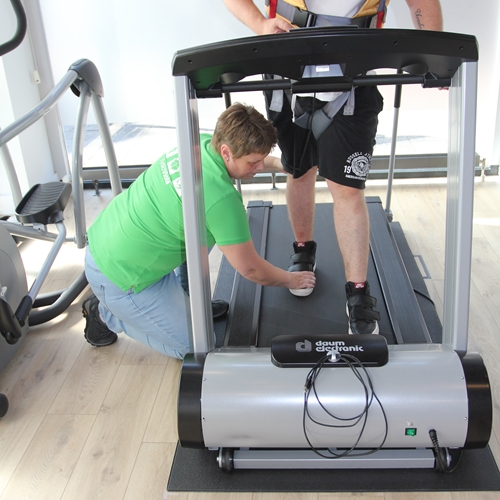 FysioViola Treadmill training with ceiling hoist and active trainer