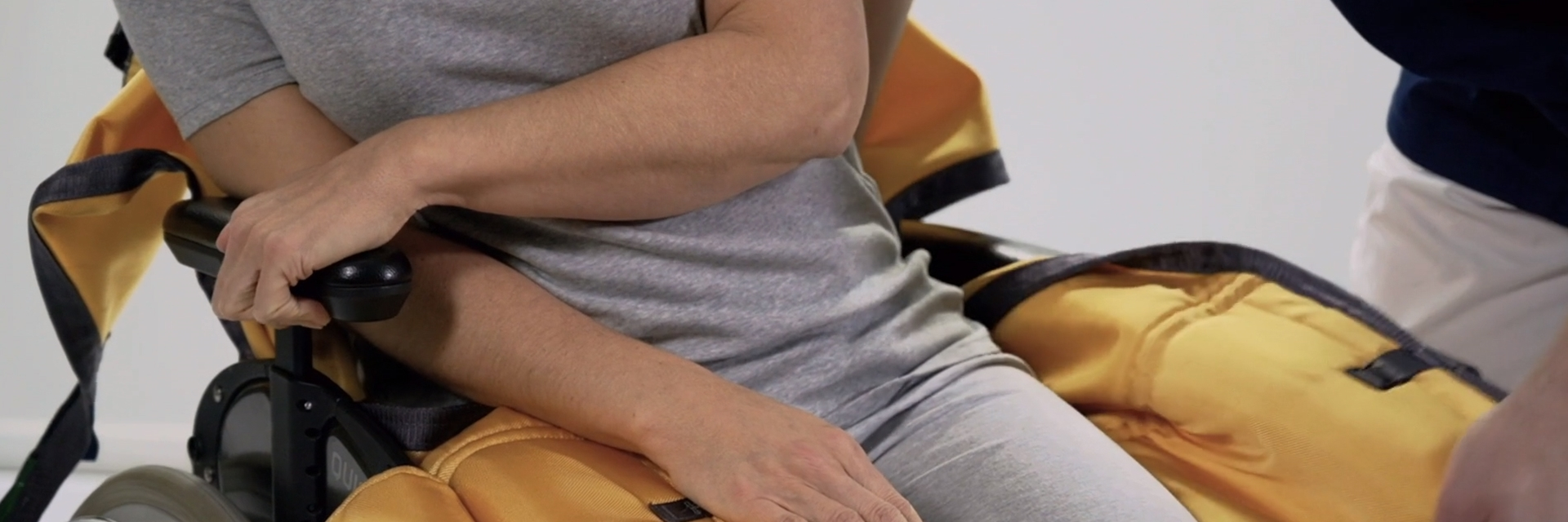 Basic Comfort High - Sling on-off in wheelchair