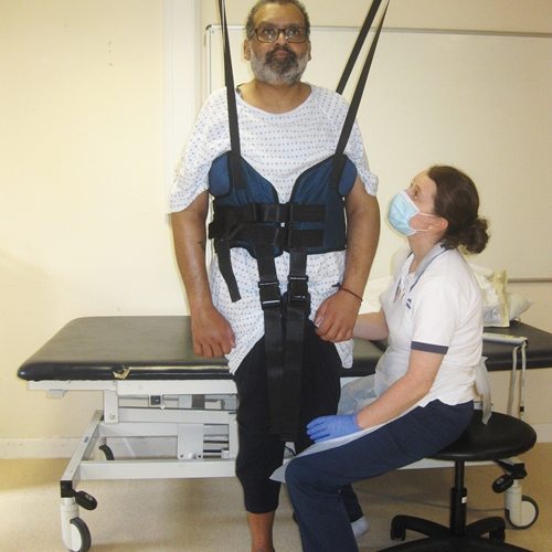 The therapists introduced and explored the Guldmann Trainer module with dynamic bodyweight support for the rehabilitation process.
